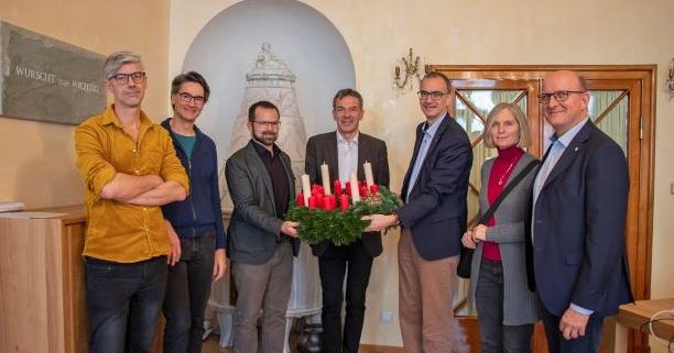 Adventkranzübergabe Bürgermeister Willi